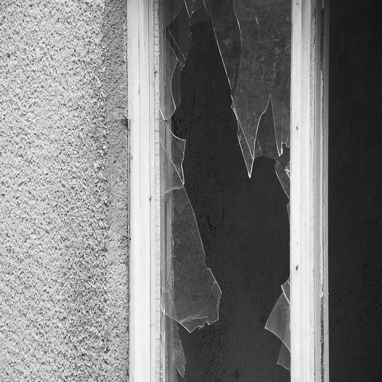 broken glass elgin illinois