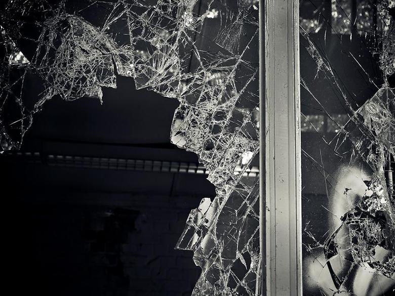 broken glass repair elgin